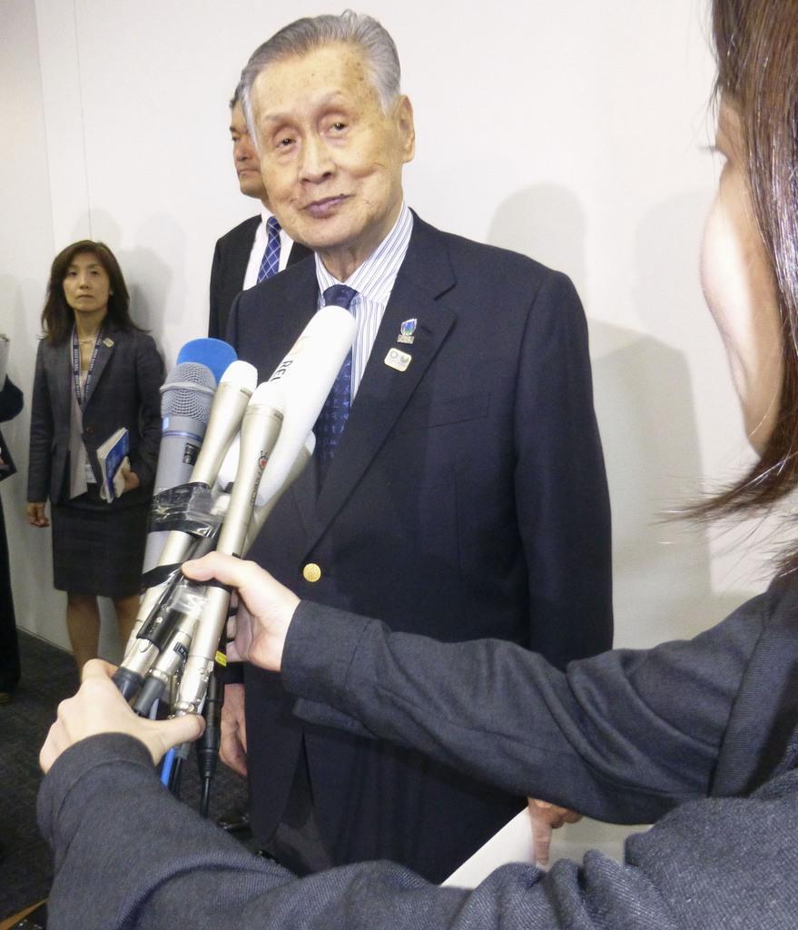 取材に応じる2020年東京五輪・パラリンピック組織委の森喜朗会長=11日午後、東京都中央区