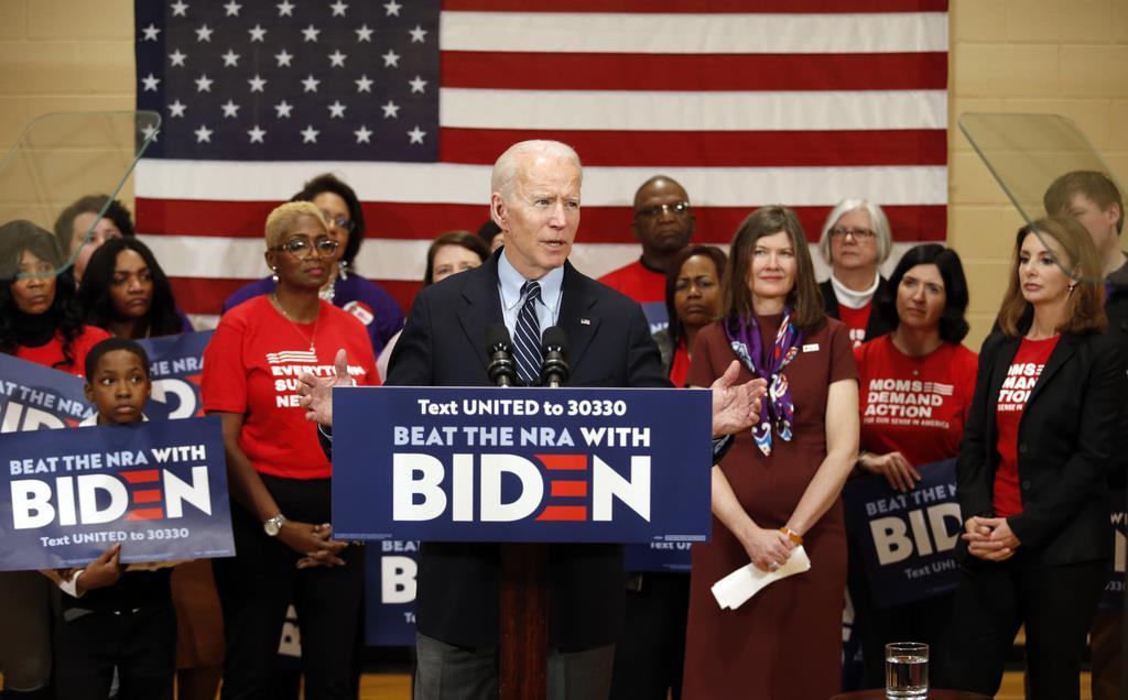 民主党のバイデン候補=10日、オハイオ州コロンバス(AP)