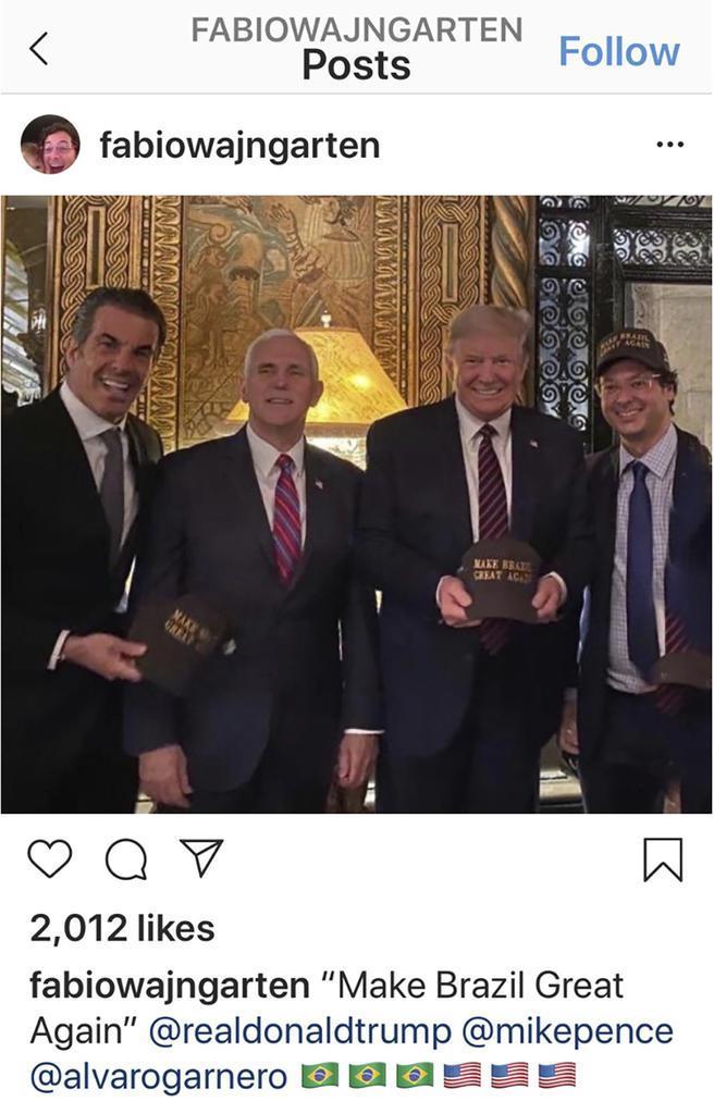 記念撮影するブラジルのバインガルテン広報担当長官(右端)とトランプ米大統領(右から2人目)ら=米フロリダ州(バインガルテン氏のインスタグラムより、AP)