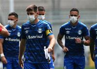 公式戦中断求め選手がマスク姿で入場 ブラジル1部リーグ