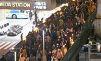JR吹田駅で新快速電車と利用客が接触 大阪
