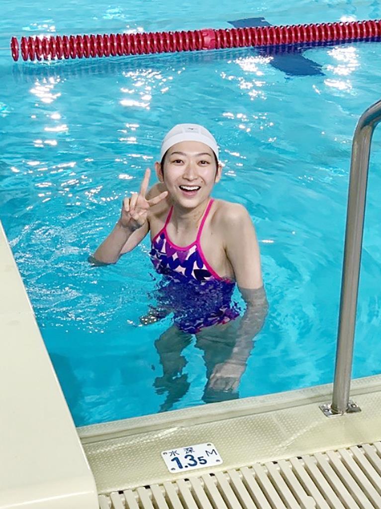 プールに入る競泳女子の池江璃花子選手(本人のインスタグラムから)
