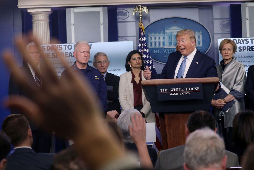 会見するトランプ米大統領=16日、ホワイトハウス(ロイター)