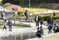 連休初日「公園以外遊び場ない」 大阪-兵庫往来自粛で旅行中止も
