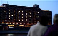 新型コロナ感染終息へ「HOPE」 USJ公認ホテルがライトアップ