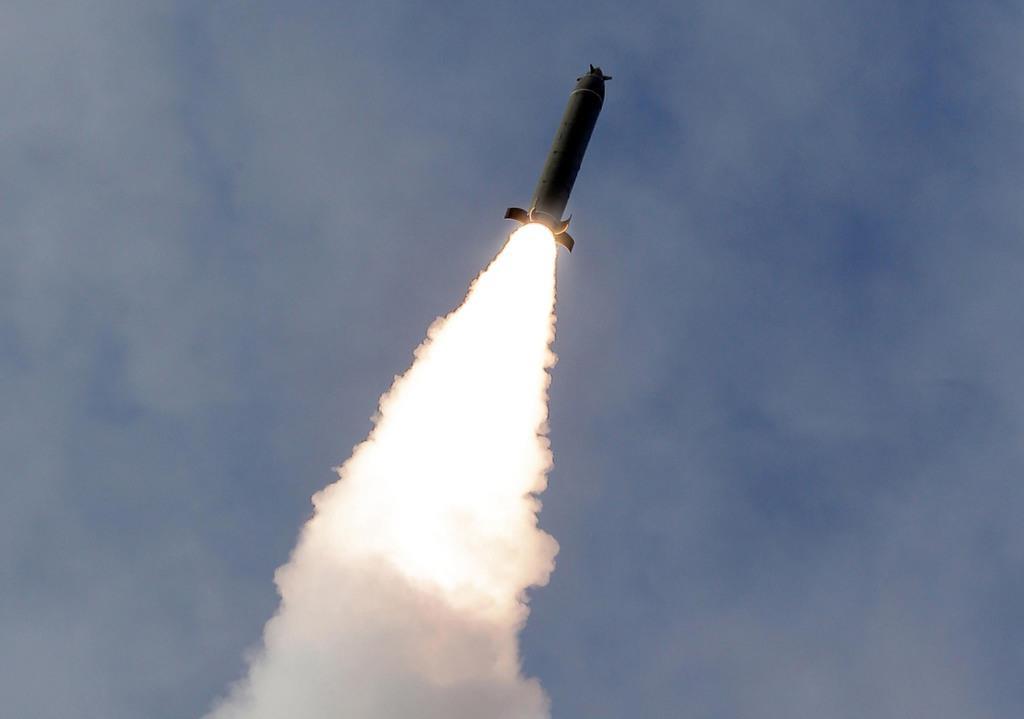 北朝鮮が弾道ミサイル発射か EEZ外に落下 - 産経ニュース