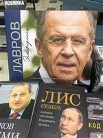 人気反映、書店に続々…ラブロフ外相、70歳記念の写真集
