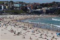 シドニーのボンダイビーチ閉鎖 30度超え数千人が…世界から批判