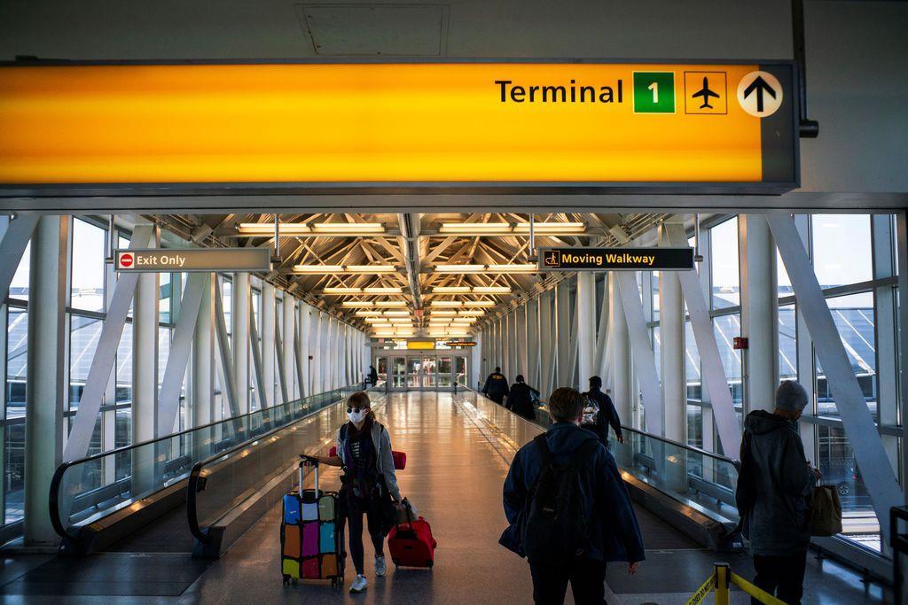 3月21日、閑散としたジョン・F・ケネディ国際空港=米ニューヨーク(ロイター)