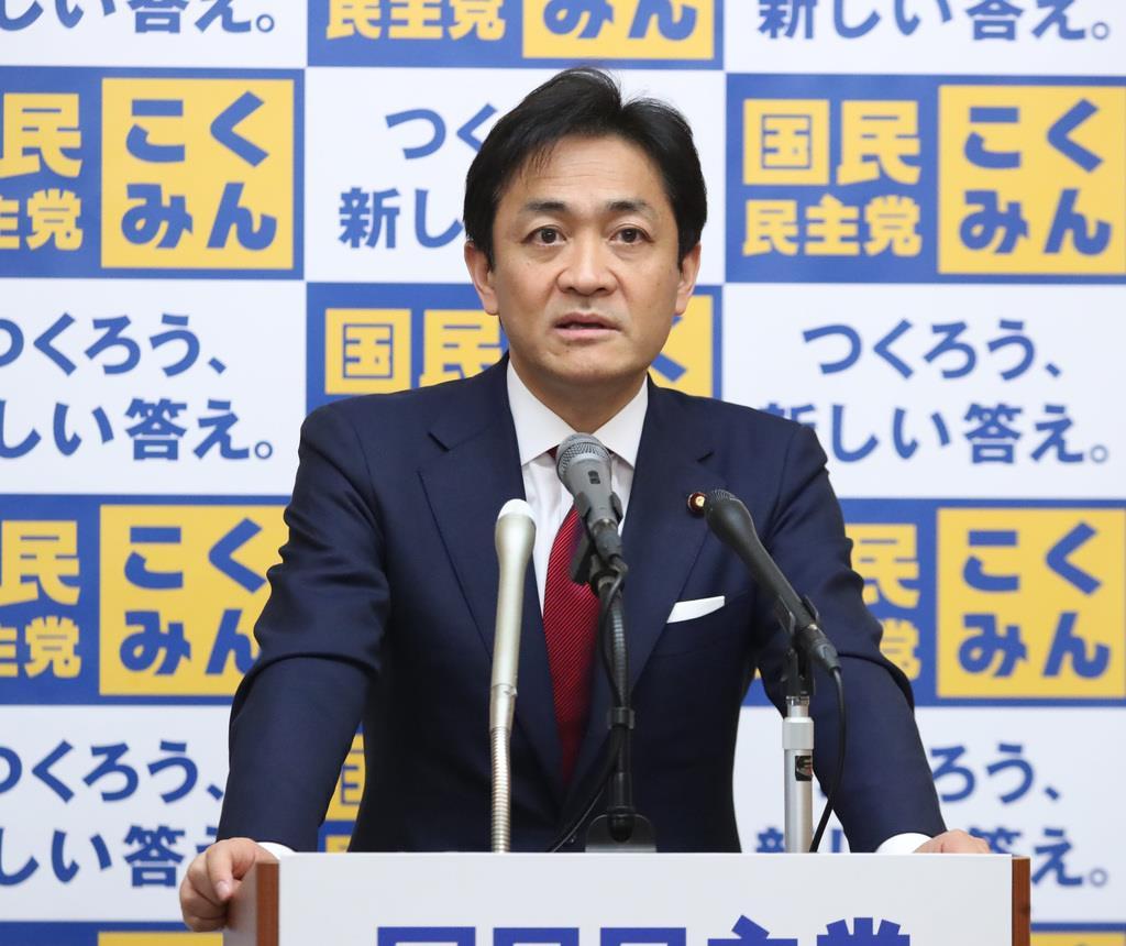 会見で記者団の質問に答える国民民主党・玉木雄一郎代表=25日午後、国会内(春名中撮影)