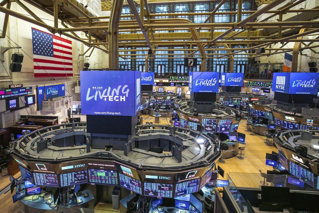 24日のニューヨーク証券取引所の様子(AP)