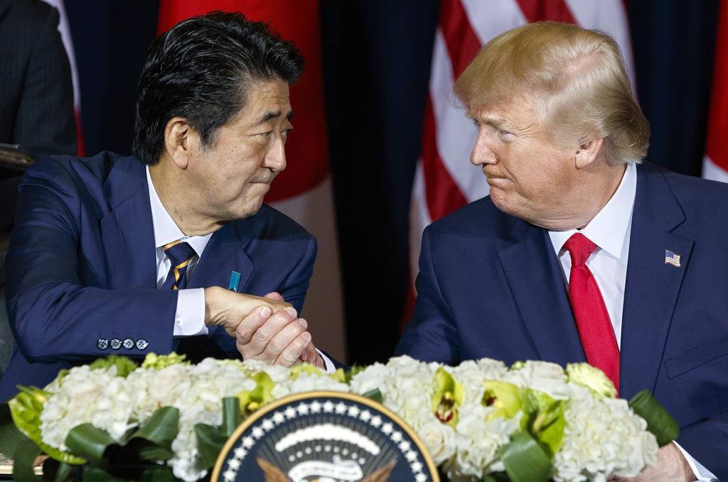 安倍首相(左)とトランプ米大統領(AP)