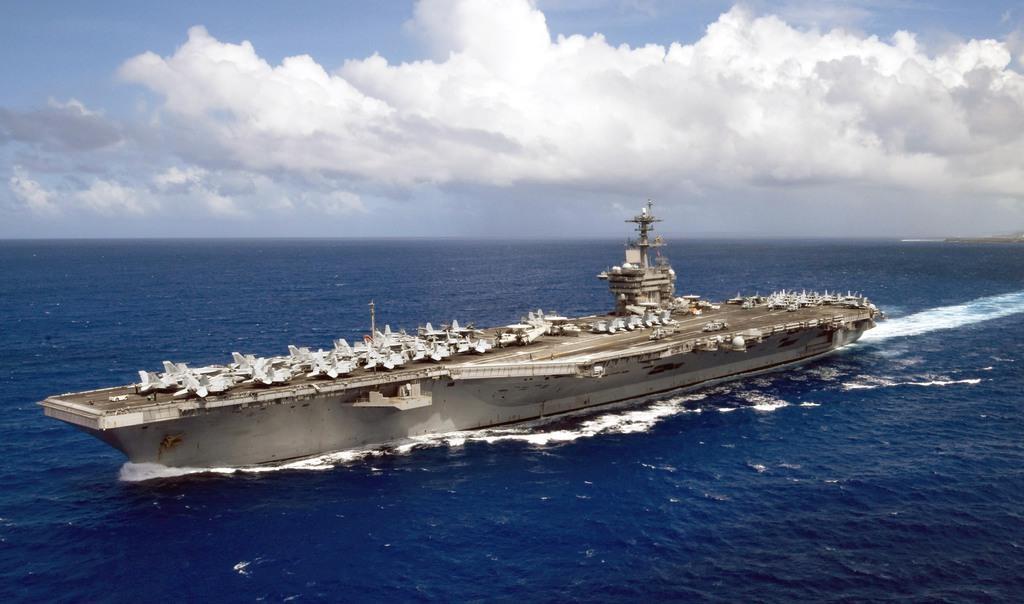 空母セオドア・ルーズベルト(米海軍提供)