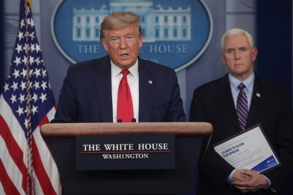 米ホワイトハウスで記者会見するトランプ大統領=26日(ロイター=共同)