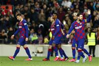 バルサが活動停止で選手給与削減 サッカーのスペイン1部