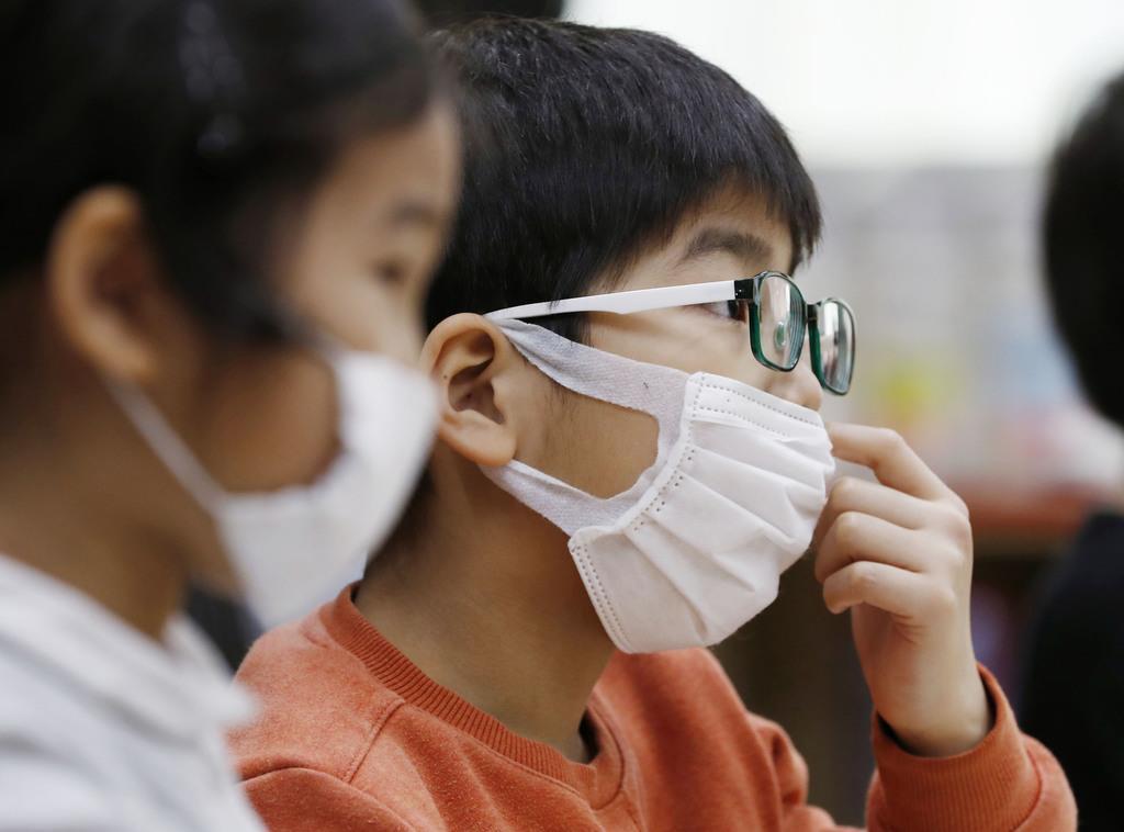 全国の児童・生徒に布製マスク配布