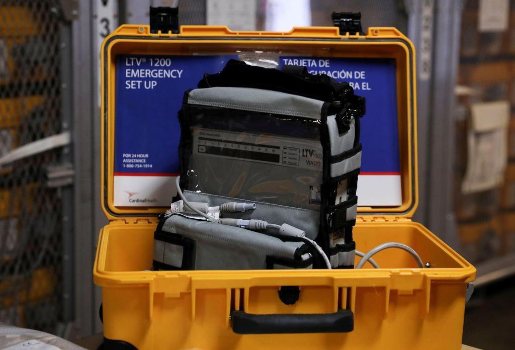 米ニューヨーク市の緊急事態に備えた倉庫にある人工呼吸器=24日(ロイター)