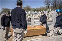 スペインの死者8000人超す 1日の増加数最多