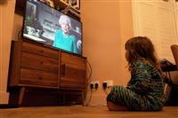 エリザベス英女王がテレビ演説 新型コロナ感染拡大 国民に「団結で克服」訴える