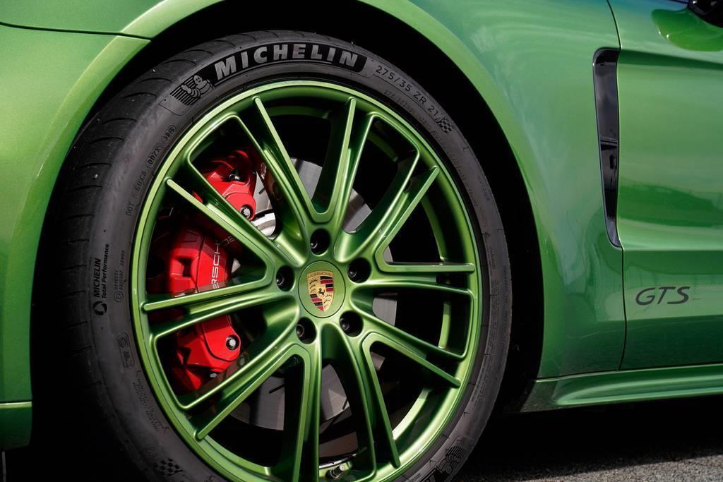 PORSCHE Panamera GTS Sport Turismo|ポルシェ パナメーラ GTS スポーツツーリスモ