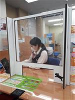 西日本シティ銀、窓口業務の出勤減らす 仕切り設置も