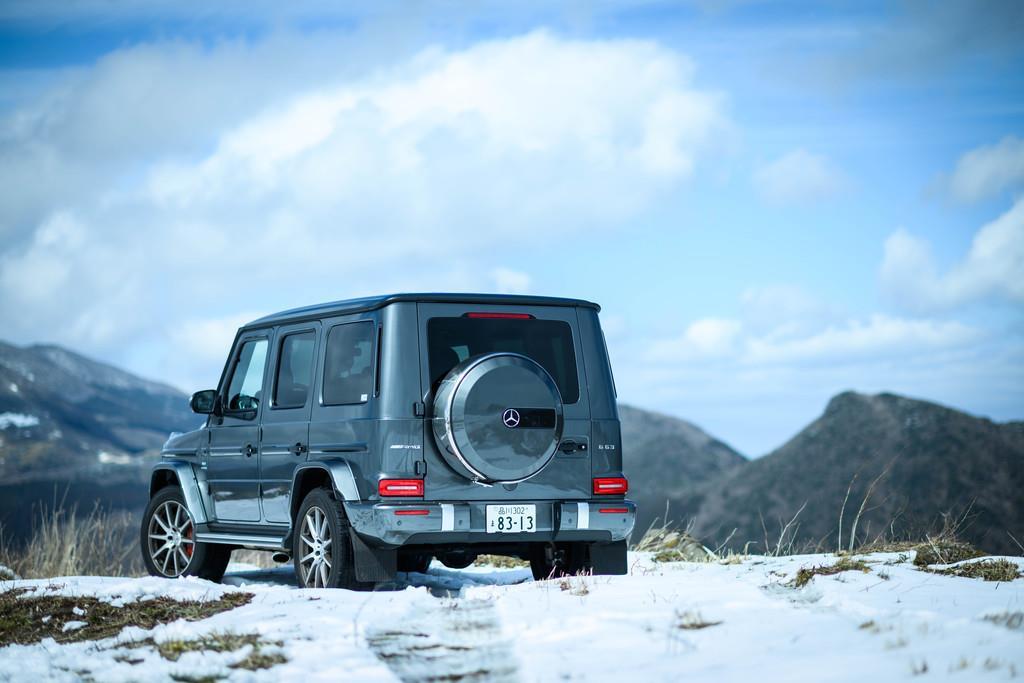 主要諸元:全長×全幅×全高:4665mm×1985mm×1975mm、ホイールベース2890mm、車両重量2530kg、乗車定員5名、エンジン3982ccV型8気筒DOHCツインターボ(585ps/6000rpm、850Nm/2500~3500rpm)、トランスミッション9AT、駆動方式4WD、タイヤサイズ275/50R20、価格2114万円(OP含まず)。