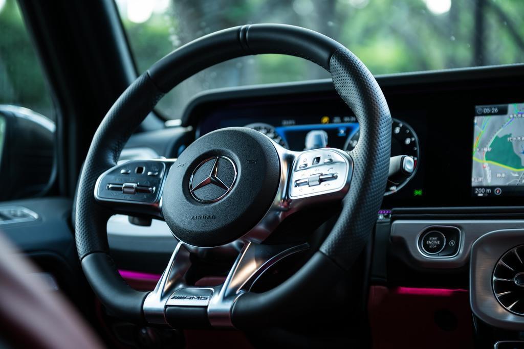 ステアリング ホイールは、AMG専用デザイン。