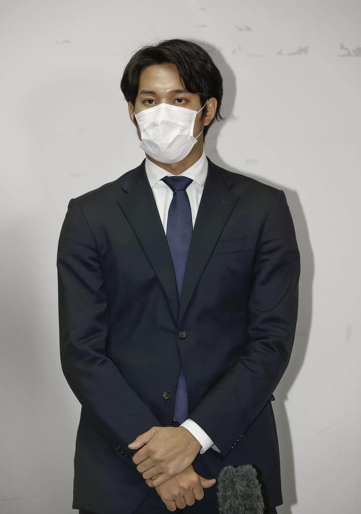 新型コロナウイルス感染の発表後、公の場で初めて取材に応じた阪神の藤浪晋太郎投手=23日午後、兵庫県西宮市(代表撮影)