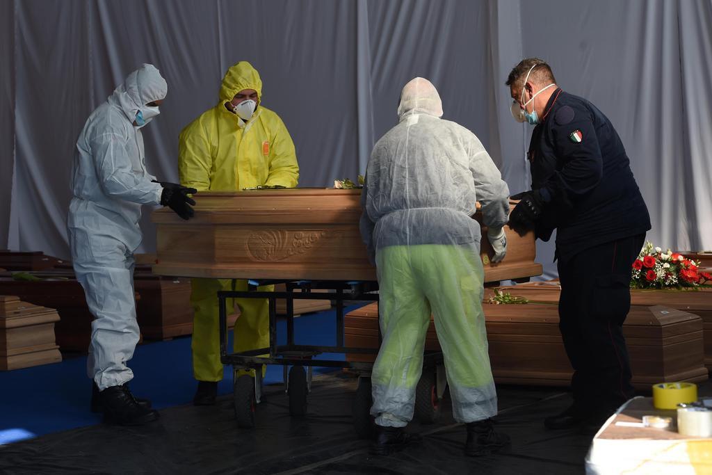 伊死者1万5362人 Nationwide lockdown measures to control the coronavirus spread in Italy