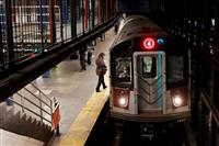 ニューヨーク市の地下鉄、感染で運休 1世紀超す歴史で初