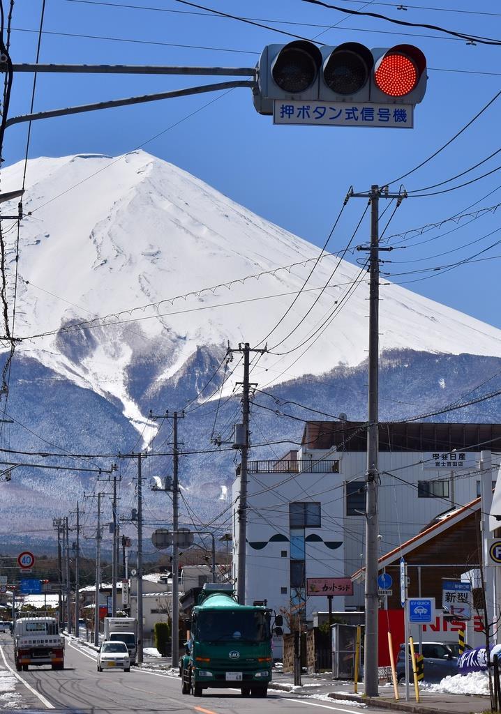 富士山ハザードマップの想定で溶岩流が2時間以内に到達するケースがあった山梨県富士吉田市の市街地(渡辺浩撮影)