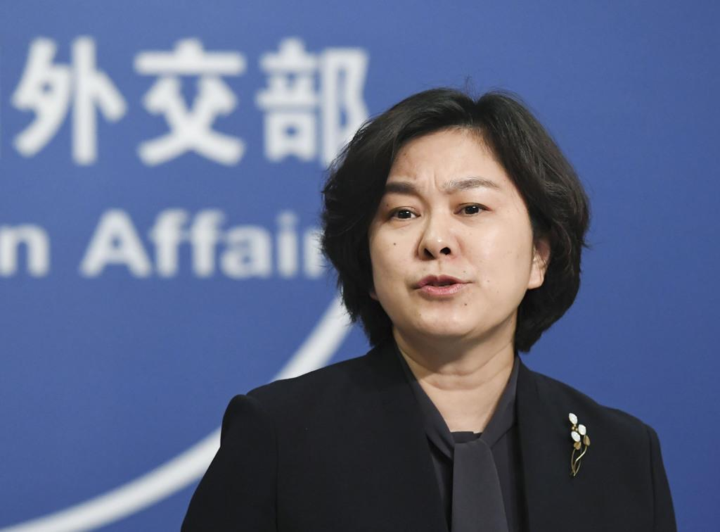 記者会見する中国外務省の華春瑩報道局長=6日、北京(共同)