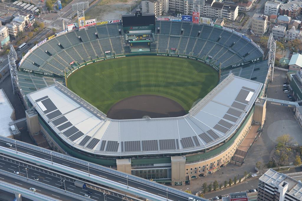緊急事態宣言で閑散とした状態が続く阪神甲子園球場=兵庫県西宮市