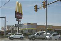 コロナ対策の入店規制反発して銃撃、3人負傷 米オクラホマ州のマック