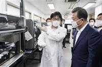韓国の文大統領、防疫で「世界をリード」と自賛 就任3年演説、集団感染に危機感も