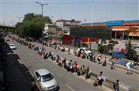 インド国鉄、一部で運行再開 モディ政権、感染者増でも経済再開目指す