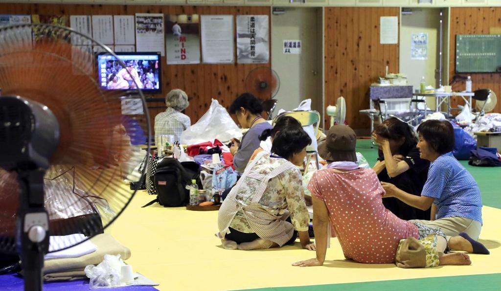 平成29年7月の九州北部豪雨の被災住民が身を寄せた避難所。いかに避難者の密集を避けるかが課題となる=福岡県朝倉市