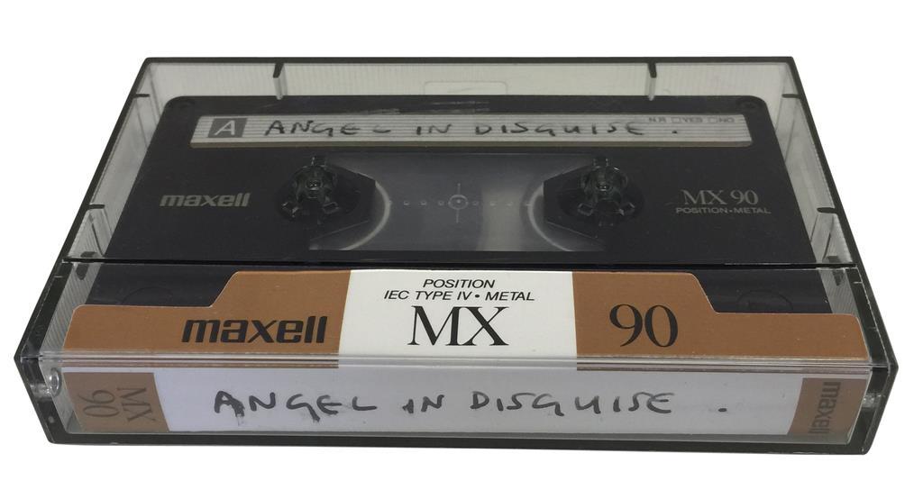 ポール・マッカートニーさんらの音源カセットテープ、競売に