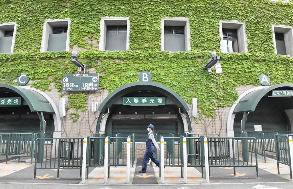 夏の高校野球中止。ひっそりとする甲子園球場=20日午後、兵庫県西宮市(甘利慈撮影)