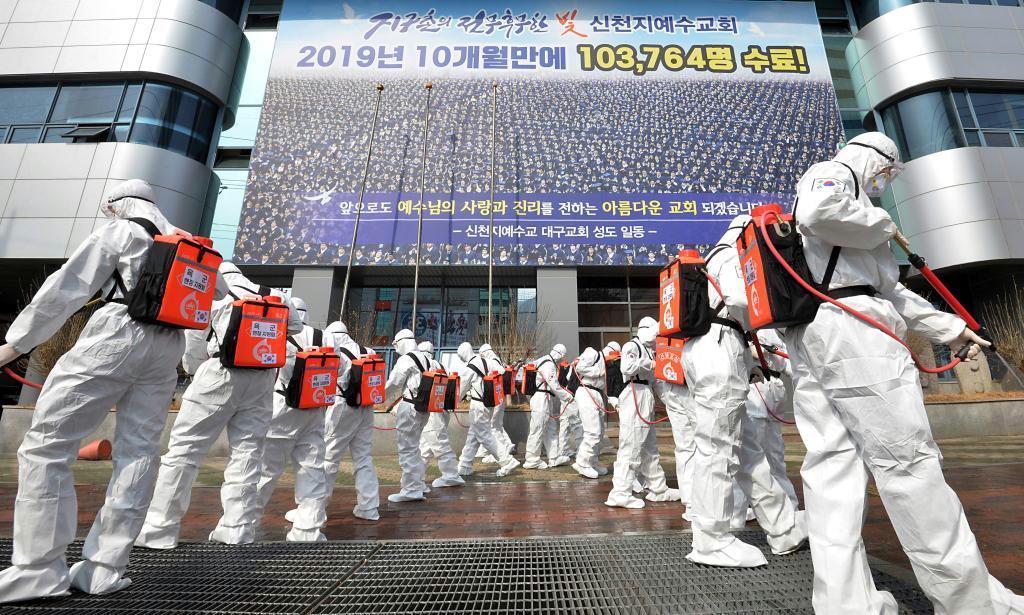 感染拡大で教団を強制捜査、韓国検察
