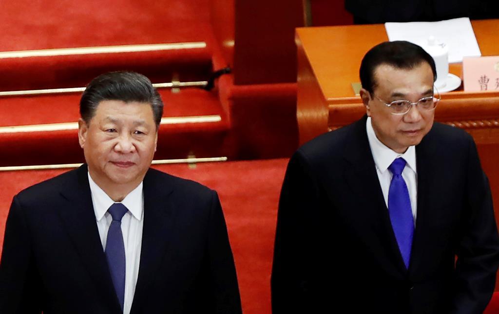 21日、北京の人民大会堂で、同日開幕の人民政治協商会議に出席した習近平国家主席(左)と李克強首相(ロイター)