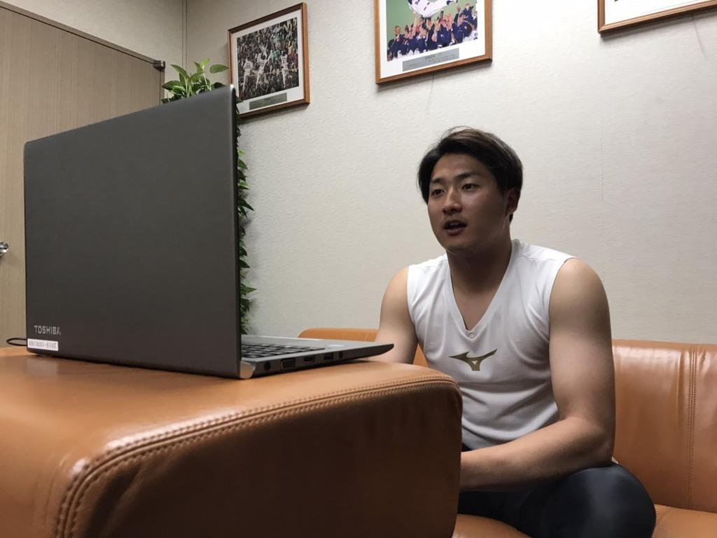 オンライン取材を受けるヤクルトの梅野投手(球団提供)