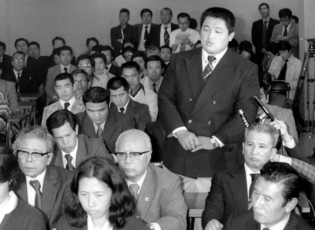 1980年4月、モスクワ五輪への参加問題緊急会議で、選手を代表して参加を訴える山下泰裕さん=東京・岸記念体育会館