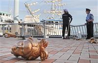 神戸港で遊覧船が岸壁に衝突、乗客2人軽傷