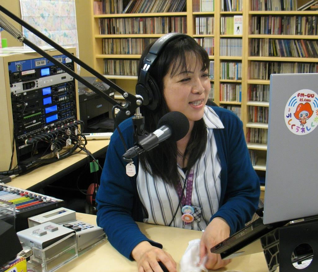 【それでも前へ】ラジオで卒業式 大きな反響 FMうしくうれし…
