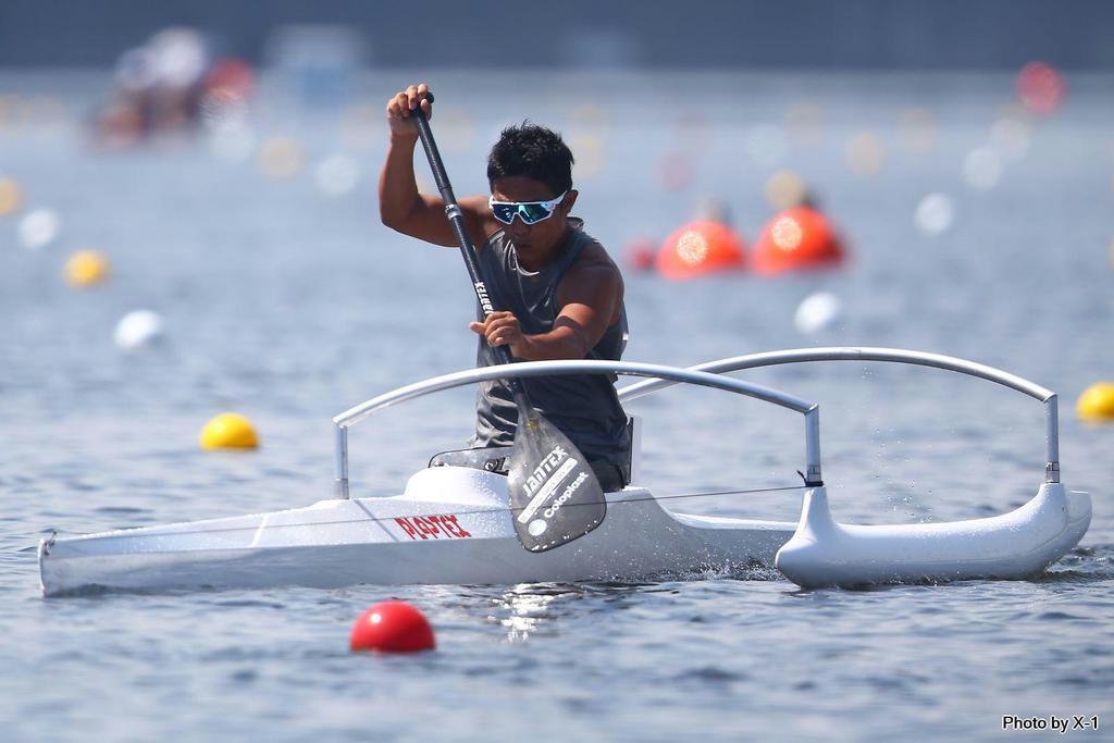 力強くオールをこぐ加藤。東京大会でのメダル獲得を目指す(X-1撮影、日本障害者カヌー協会提供)