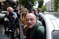 英首相、遠出の側近擁護 外出制限違反を否定