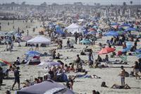 米国のビーチが混雑、欧州も観光再開目指す 進む制限緩和 新型コロナ