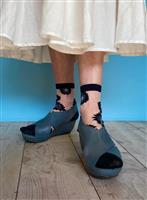 【大人流「素敵!」の見つけ方】(169)シースルーの靴下で涼感プラス
