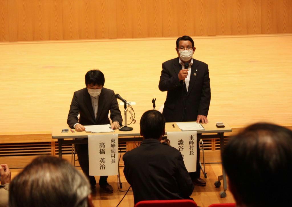 JR日田彦山線の復旧についてBRT容認を表明する福岡県東峰村の渋谷博昭村長(右)